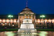 Bowling Green, Brunnen bei Nacht, Dämmerung, Kurhaus, Wiesbaden, Hessen, Deutschland.|.Bowling Green, fountain at night, Kurhaus, Wiesbaden, Hessen, Germany