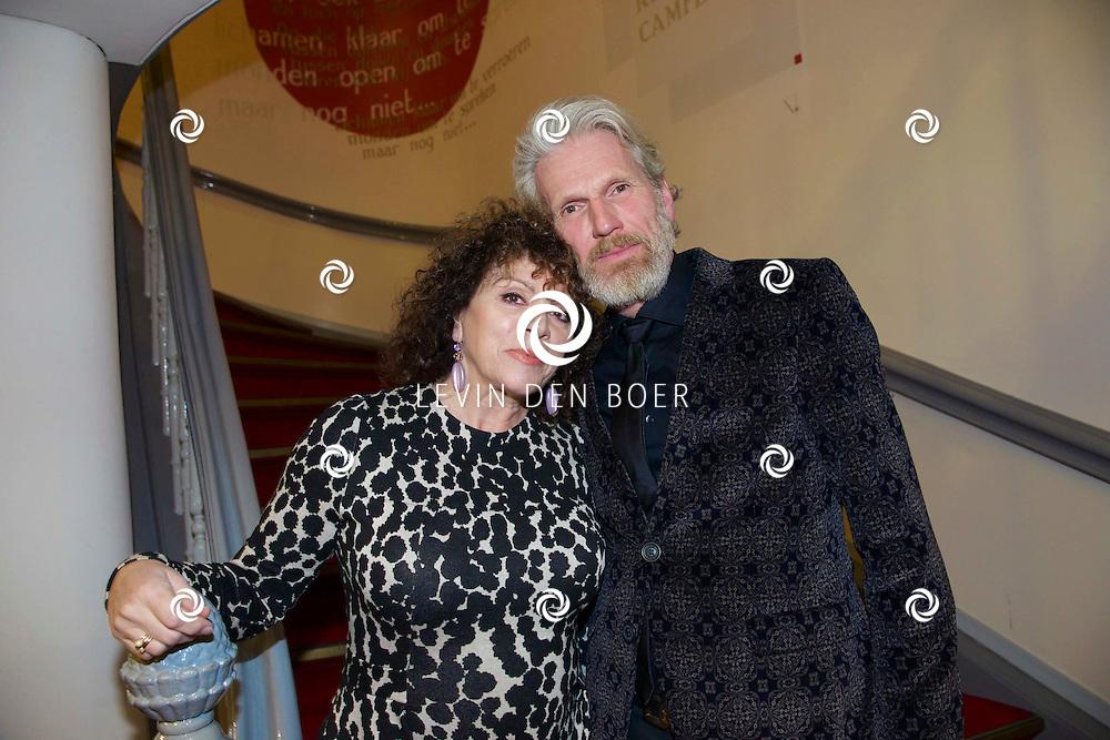 LEIDEN - Rick Engelkes Producties presenteerde in de Leidse Schouwburg de première van De Verleiding van een Moordvrouw. Met hier op de foto Henriette Tol en haar partner Ron Snoek. FOTO LEVIN DEN BOER - PERSFOTO.NU