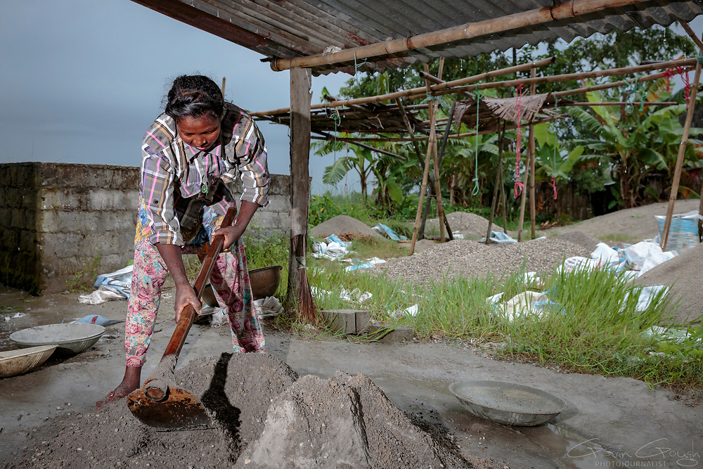 Dhanamumi Murmi mixes the cement that she will use to construct the biosand filters. The materials required for the construction of the filters are readily available, inexpensive but very resilient.