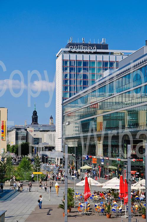 Wiener Platz, Prager Straße, Fußgängerzone, Einkaufsstraße, Dresden, Sachsen, Deutschland.|.Wiener Platz, Prager Strasse, shopping street, shopping mall, Dresden, Germany
