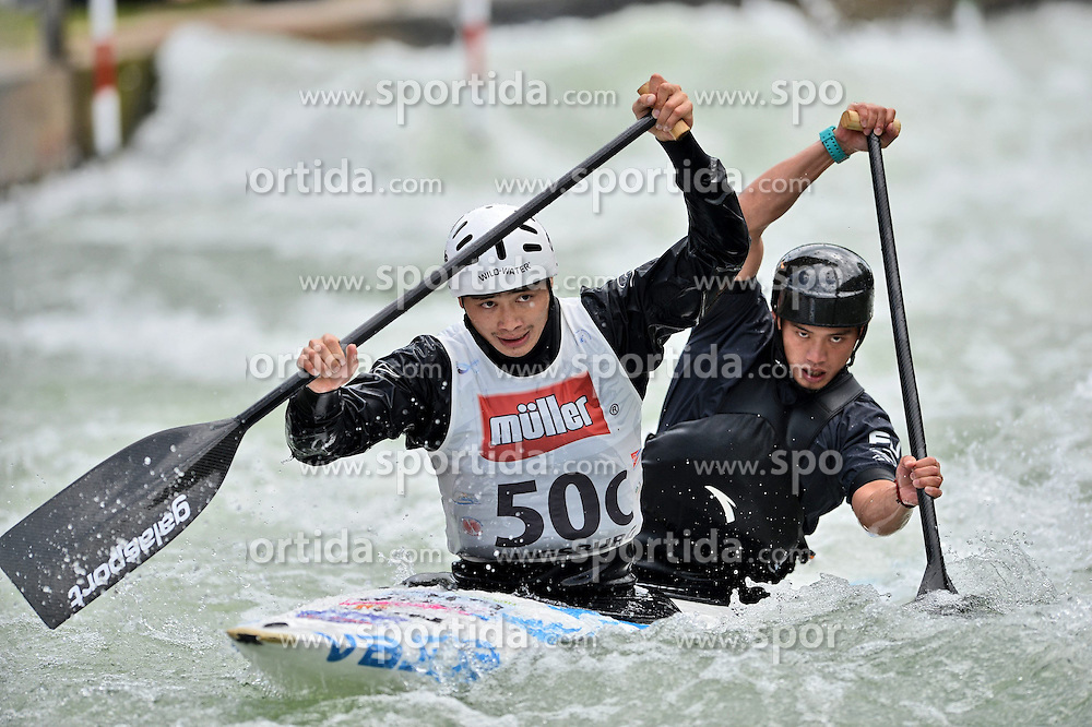 30.06.2013, Eiskanal, Augsburg, GER, ICF Kanuslalom Weltcup, Finale Kanu-Zweier Teams, Maenner. im Bild Fangjia CHEN (vorne) und Xiaodong WANG (hinten) aus China, Finale, Team, Kanu, Canoe, C2, Teams, Herren, China // during the final of canoe double of the men kayak team of ICF Canoe Slalom World Cup at the ice track, Augsburg, Germany on 2013/06/30. EXPA Pictures © 2013, PhotoCredit: EXPA/ Eibner/ Matthias Merz<br /> <br /> ***** ATTENTION - OUT OF GER *****