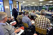 Nederland, Lobith, 1-4-2014Gesprekken in het stadhuis over de collegevorming binnen de gemeenteraad. Deze is voor het eerst openbaar. De publieke tribune is vooral gevuld met aanhangers van de verschillende partijen. De burgemeester treedt op als gespreksleider.Foto: Flip Franssen/Hollandse Hoogte