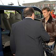 NLD/Rotterdam/20060604 - Vriendschappelijke wedstrijd Nederland - Australie, Khalid Boulahrouz pakt de taxi ivm kwijtraken rijbewijs