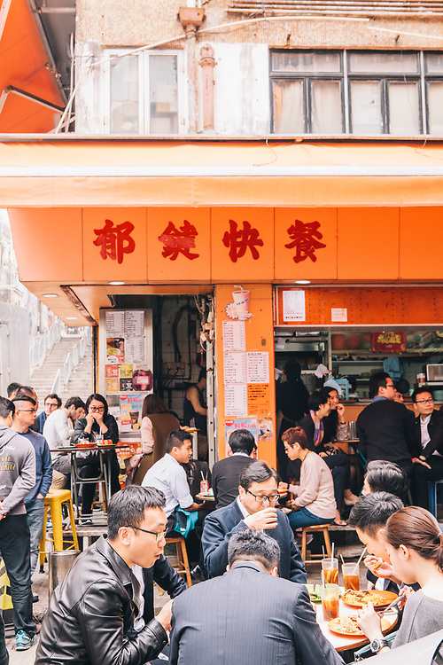 Streetside lunch a Chinese restaurant in Sheung Wan district