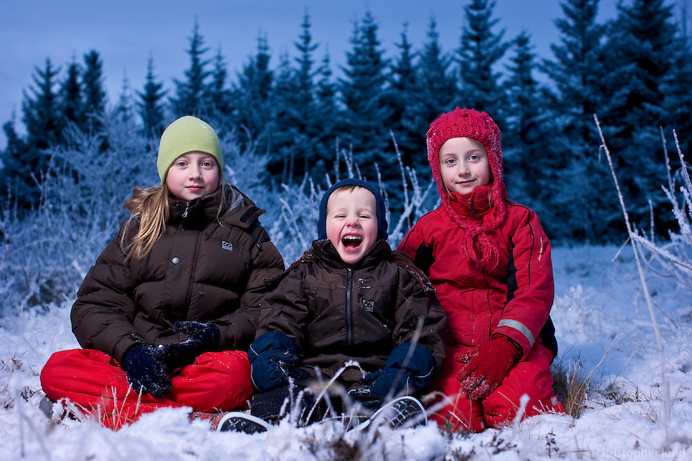 Bjargey, Ari og Arndís í Björnslundi. Tilraun pabba við að ná jólamyndinni 2007.