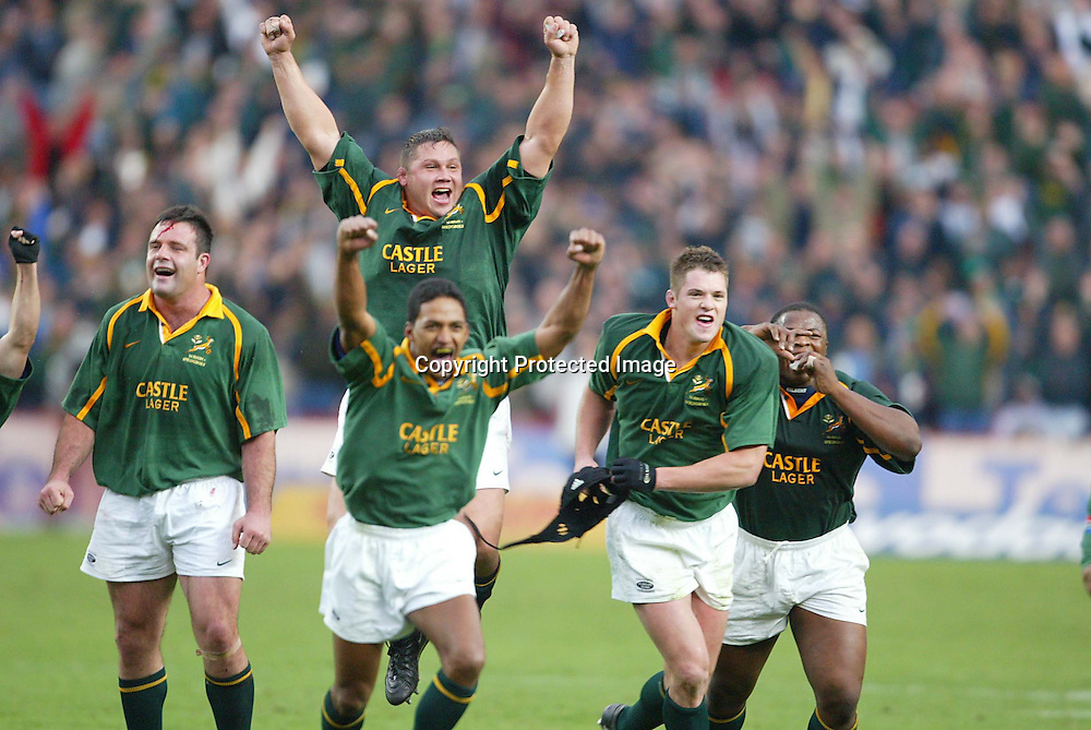 17 August 2002, Ellis Park, Tri - Nations, Rugby Union. South Africa v Australia. Springboks celebrate their win. The Springboks defeated Australia, 33-31.<br />