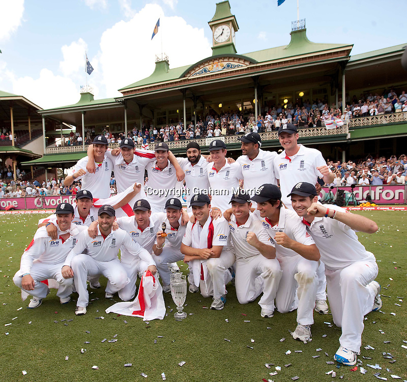 England celebrate retaining the Ashes after beating Australia in the fifth and final Test match at the SCG in Sydney to win the series 3-1. Photo: Graham Morris (Tel: +44(0)20 8969 4192 Email: sales@cricketpix.com) 07/01/11