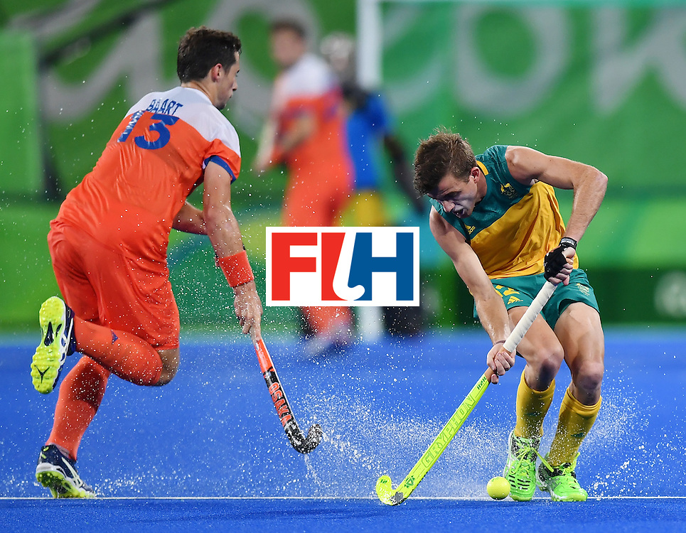 Netherland's Sander Baart (L) vies with Australia's Jake Whetton during the men's quarterfinal field hockey Netherlands vs Australia match of the Rio 2016 Olympics Games at the Olympic Hockey Centre in Rio de Janeiro on August 14, 2016. / AFP / MANAN VATSYAYANA        (Photo credit should read MANAN VATSYAYANA/AFP/Getty Images)