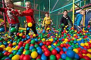 beeldreportage binnenspeeltuin circus bruul geel-foto joren de weerdt