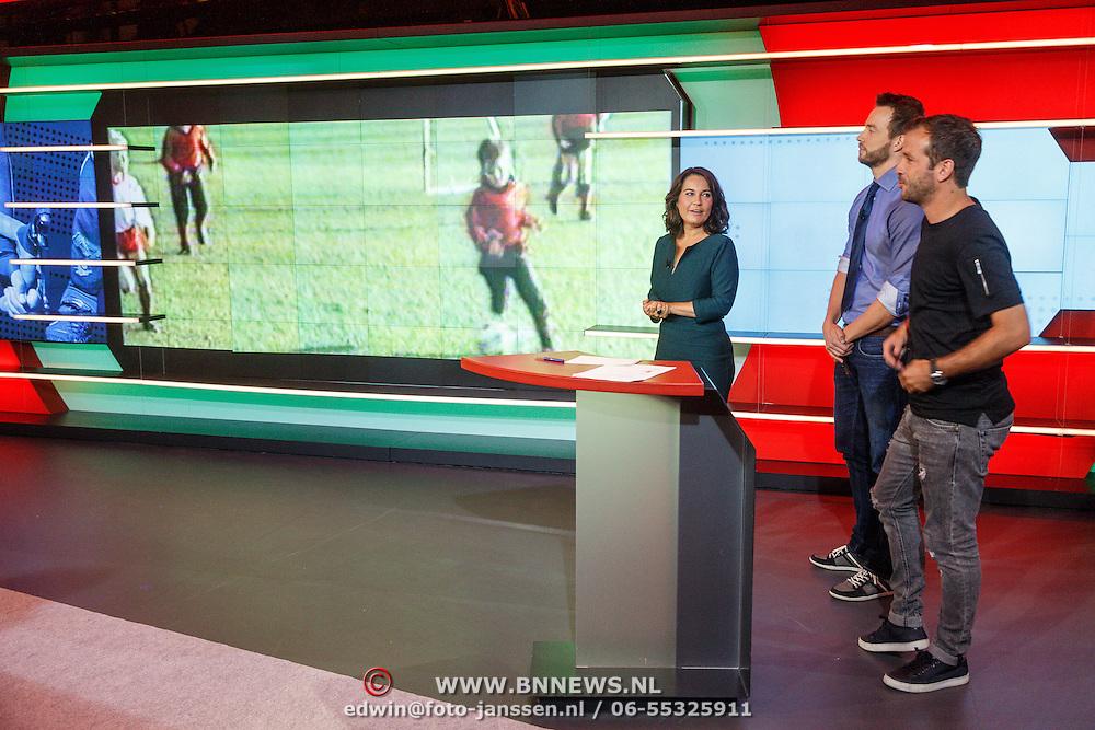 NLD/Hilversum/20160526 - perspresentaties NOS Sportzomer 2016, EK Voetbal & Tour de France, Dione de Graaf en Henry Schut interviewd Rafael van der Vaart