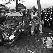 NLD/Weesp/19911020 - Dodelijk ongeval Weesp Lange Muiderweg, auto tegen boom