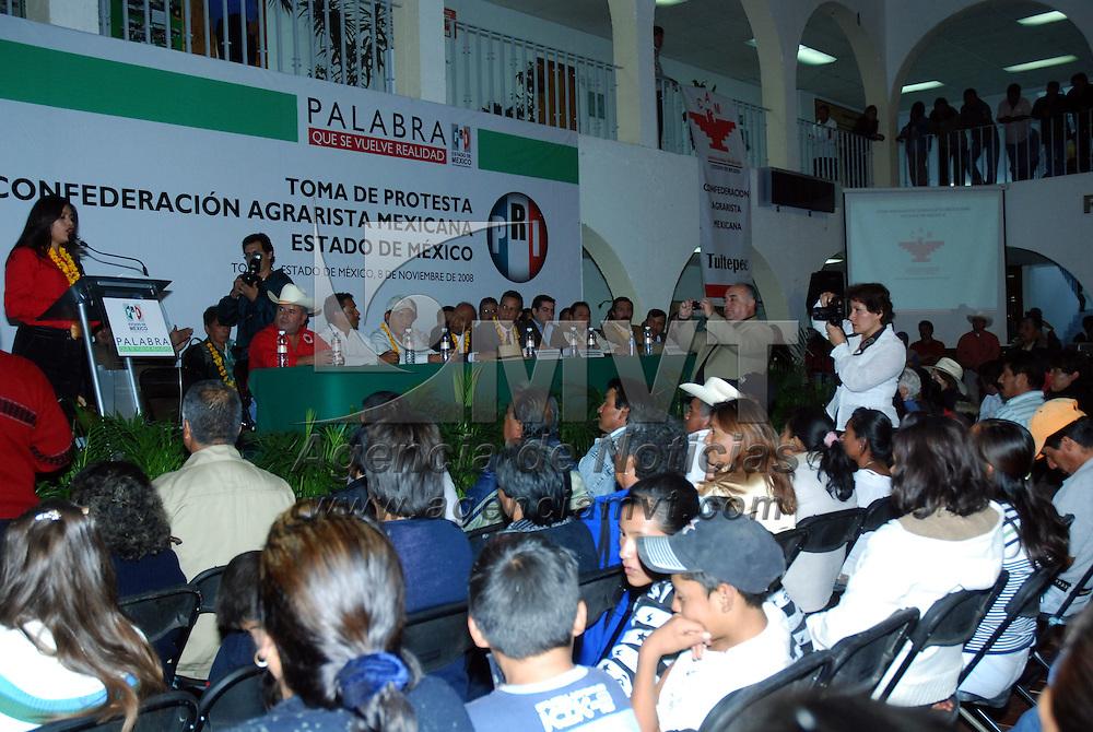 Toluca, Mex.- Maria Elena Serrano Guti&eacute;rrez, tomo protesta como nueva secretaria general en el Estado de M&eacute;xico, de la Confederaci&oacute;n Agrarista de M&eacute;xico CAM, organizaci&oacute;n afiliada al Partido Revolucionario Institucional.  . Agencia MVT / Jos&eacute; Hern&aacute;ndez. (DIGITAL)<br /> <br /> <br /> <br /> NO ARCHIVAR - NO ARCHIVE