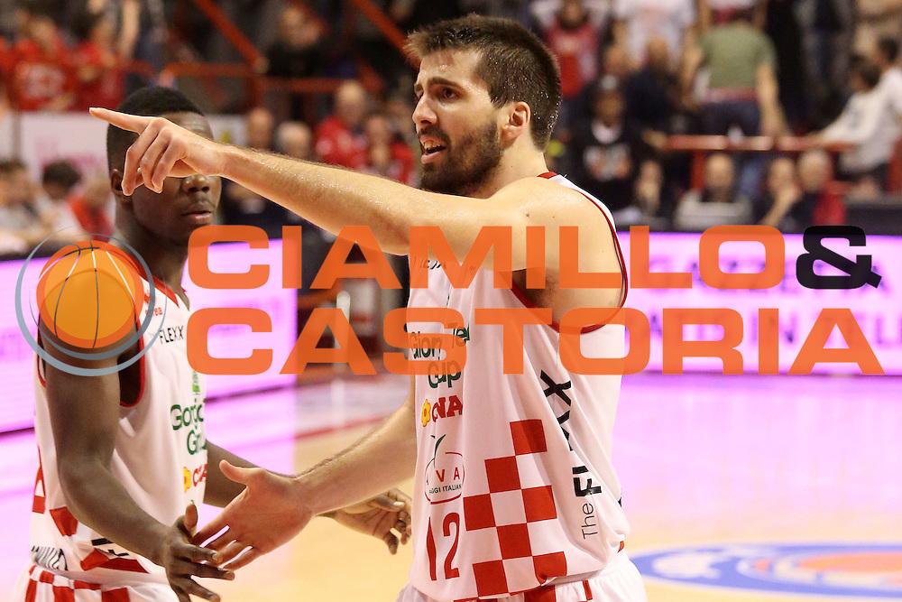 DESCRIZIONE : Campionato 2015/16 Giorgio Tesi Group Pistoia - Openjobmetis Varese<br /> GIOCATORE : Filloy Ariel<br /> CATEGORIA : Mani Fair Play<br /> SQUADRA : Giorgio Tesi Group Pistoia<br /> EVENTO : LegaBasket Serie A Beko 2015/2016<br /> GARA : Giorgio Tesi Group Pistoia - Openjobmetis Varese<br /> DATA : 13/12/2015<br /> SPORT : Pallacanestro <br /> AUTORE : Agenzia Ciamillo-Castoria/S.D'Errico<br /> Galleria : LegaBasket Serie A Beko 2015/2016<br /> Fotonotizia : Campionato 2015/16 Giorgio Tesi Group Pistoia - Openjobmetis Varese<br /> Predefinita :