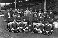 Fotball<br /> Lagbilde Manchester United<br /> Foto: Colorsport/Digitalsport<br /> NORWAY ONLY<br /> <br /> Manchester United League Division One Champions 1907 / 08 Season. team group. Back row : L to R. Ernest Mangnall (Scretary / Manager),F.Bacon (trainer),Jack Picken,Hugh Edmonds,Mr.Murray (director),Harry Moger,John Henry Davies (Chairman),Tom Homer,Mr Lawton (director),Alex Bell,Mr.Deakin (director).  Middle row : Billy Meredith,Richard Duckworth,Charlie Roberts,Sandy Turnbull,Enoch West,George Stacey. On Ground : Arthur Whalley,Leslie Horton,Harold Halse,George Wall.