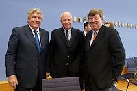 """13 MAY 2004, BERLIN/GERMANY:<br /> Gerd Schulte-Hillen (L), Stiftung Liberales Netzwerk, Prof. Meinhard Miegel (M), Buergerkonvent, Karl-Ulrich Kuhlo (R), Initiative """"Deutschland packt´s ab"""", nach der Pressekonferenz """"Fuer ein besseres Deutschland"""" - eine Aktionsgemeinschaft von 10 Reforminitiativen mit Forderungen an die Politik, Bundespressekonferenz<br /> IMAGE: 20040513-01-044<br /> KEYWORDS: Bürgerkonvent"""