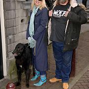 NLD/Amsterdam/20060131 - BN'er hondendiner, protest tegen gebruik proefdieren, Louise van teylingen en partner Henk Schiffmacher met hond