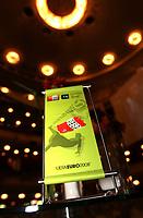 GEPA-1106085106 - WIEN,AUSTRIA,11.JUN.08 - FUSSBALL - UEFA Europameisterschaft, EURO 2008, Telekom Austria, Mobilcom Austria, Exclusive Viewing im Burgtheater. Bild zeigt ein Feature mit einer Tischdekoration. <br />Foto: GEPA pictures/ Hans Oberlaender