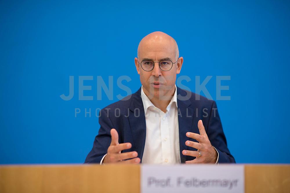 DEU, Deutschland, Germany, Berlin, 05.09.2019: Prof. Gabriel Felbermayr, Präsident des Instituts für Weltwirtschaft in Kiel, in der Bundespressekonferenz zur Vorstellung des Kieler Subventionsberichts.