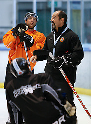 04.08.2011, Eisstadion Liebenau, Graz, AUT, EBEL, Trainig, im Bild Mario Richer (Graz 99ers Headcoach) und Guillome Lefebvre (Graz99ers) // during the Erste Bank Icehockey League, Eisstadion Liebenau, Graz, Austria, 2011-08-04, EXPA Pictures © 2011, PhotoCredit: EXPA/ E. Scheriau