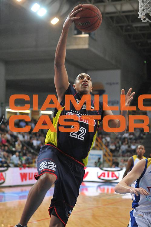 DESCRIZIONE : Verona Lega Basket A2 2010-11 Tezenis Verona Sygma Barcellona<br /> GIOCATORE : Kieron Achara<br /> SQUADRA : Tezenis Verona Sygma Barcellona<br /> EVENTO : Campionato Lega A2 2010-2011<br /> GARA : Tezenis Verona Sygma Barcellona<br /> DATA : 02/04/2011<br /> CATEGORIA : Tiro<br /> SPORT : Pallacanestro <br /> AUTORE : Agenzia Ciamillo-Castoria/M.Gregolin<br /> Galleria : Lega Basket A2 2010-2011 <br /> Fotonotizia : Verona Lega A2 2010-11 Tezenis Verona Sygma Barcellona<br /> Predefinita :