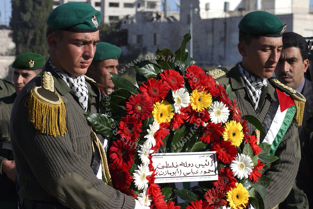 Soldiers carrying flowers to the grave of former Palestinian leader Yasser Arafat at the Palestinian Authority (PA) headquarter, last residence and burial site of Yasser Arafat, in the Palestinian capital Ramallah, on Friday, Nov. 11, 2005. Here a mausoleum and a museum in his honour will be built soon. **ITALY OUT**