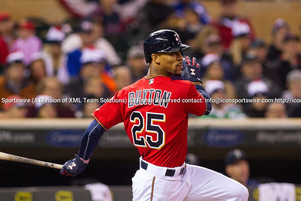 23 SEP 2016: Minnesota Twins center fielder Byron Buxton (25) hits a base hit in the bottom of the 3rd inning during the American League matchup between the Seattle Mariners and the Minnesota Twins at Target Field in Minneapolis, Minnesota. (Photo by: David Berding/Icon Sportswire)
