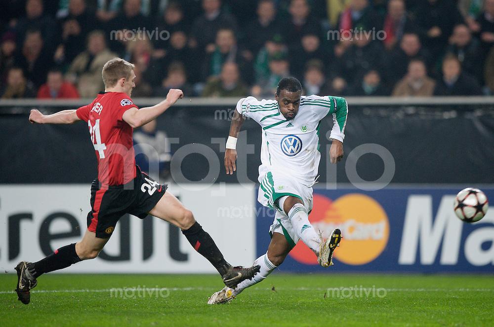 Fussball Uefa Champions League VFL Wolfsburg - Manchester United FC Darren FLETCHER (Manchester) gegen GRAFITE (Wolfsburg).