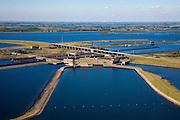 Nederland, Zeeland, Krammer, 12-06-2009; Krammersluizen in de Philipsdam, gezien naar Zuid-Holland. De scheepvaartsluizen maken scheepvaartverkeer mogelijk tussen Rijn en Schelde en zijn zo gebouwd dat het zoete water van het Volkerak (boven in beeld) gescheiden blijft van het zoute water uit de nabijgelegen Oosterschelde. Midden en onder een van de basins met pompstations die onderdeel uit maken van het compartimeringssyteem.Swart collectie, luchtfoto (25 procent toeslag); Swart Collection, aerial photo (additional fee required).foto Siebe Swart / photo Siebe Swart