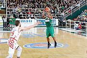 DESCRIZIONE : Avellino Lega A 2015-16 Play Off Gara 1 Sidigas Avellino Giorgio Tesi Group Pistoia <br /> GIOCATORE : Joe Ragland<br /> CATEGORIA : tiro tre punti<br /> SQUADRA : Sidigas Avellino <br /> EVENTO : Campionato Lega A 2015-2016 <br /> GARA : Sidigas Avellino Giorgio Tesi Group Pistoia<br /> DATA : 07/05/2016<br /> SPORT : Pallacanestro <br /> AUTORE : Agenzia Ciamillo-Castoria/A. De Lise <br /> Galleria : Lega Basket A 2015-2016 <br /> Fotonotizia : Avellino Lega A 2015-16 Play Off Gara 1 Sidigas Avellino Giorgio Tesi Group Pistoia