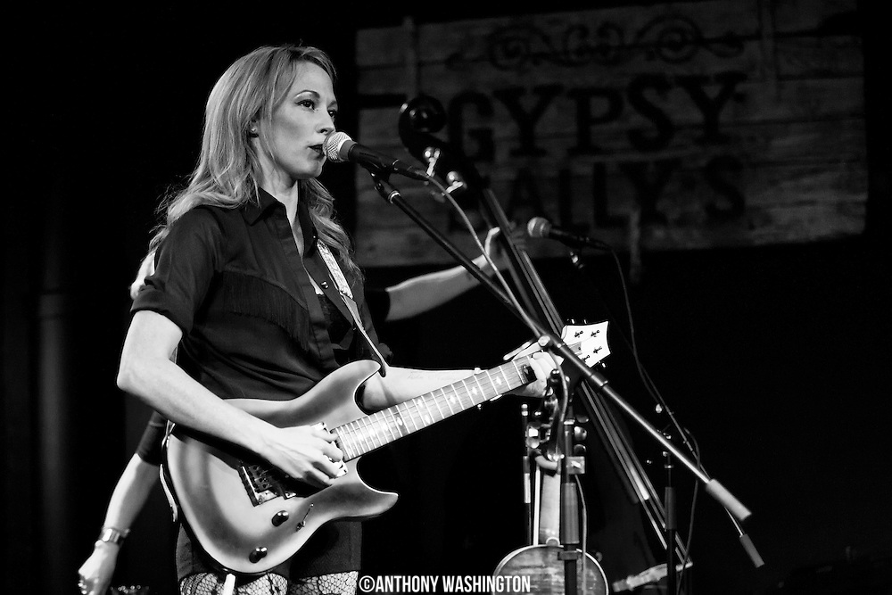 Amanda Shires performs at Gypsy Sally's in Washington, DC on Wednesday, January 8, 2014.