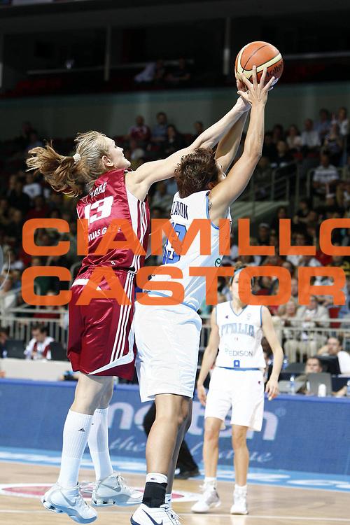 DESCRIZIONE : Riga Latvia Lettonia Eurobasket Women 2009 Semifinal 5th-8th Place Italia Lettonia Italy Latvia<br /> GIOCATORE : Manuela Zanon Ieva Tare<br /> SQUADRA : Italia Italy Lettonia Latvia<br /> EVENTO : Eurobasket Women 2009 Campionati Europei Donne 2009 <br /> GARA : Italia Lettonia Italy Latvia<br /> DATA : 19/06/2009 <br /> CATEGORIA : rimbalzo<br /> SPORT : Pallacanestro <br /> AUTORE : Agenzia Ciamillo-Castoria/E.Castoria