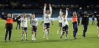 Fotball<br /> Tippeligaen Eliteserien<br /> 28.09.08<br /> Ullevaal Stadion<br /> Vålerenga VIF - Viking<br /> Bortelaget jubler etter kampen<br /> Foto - Kasper Wikestad