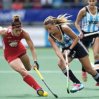 DEN HAAG - Rabobank Hockey World Cup<br /> 37 3rd Place match: Argentina - USA<br /> Foto: Delfina Merino (blue) and Rachel Dawson (red).<br /> COPYRIGHT FRANK UIJLENBROEK FFU PRESS AGENCY