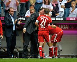 Trainer Louis van Gaal  gets some special treatment from  Daniel van Buyten (Bayern Munich (bending down) whilst shouting at Philip Lahm. Bundesliga, week 6, FC Bayern Munich v FC Nürnberg, Munich, Germany, 19.09.2009