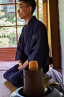 Japon, île de Honshu, région de Kansaï, Kyoto, cérémonie du thé avec Mr Amae Dairik // Japan, Honshu island, Kansai region, Kyoto, tea ceremony with Mr Amae Dairik