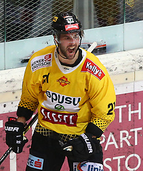 22.03.2019, Albert Schultz Halle, Wien, AUT, EBEL, Vienna Capitals vs HC Orli Znojmo, Viertelfinale, 5. Spiel, im Bild Torjubel Riley Holzapfel (spusu Vienna Capitals) // during the Erste Bank Icehockey 5th quarterfinal match between Vienna Capitals and HC Orli Znojmo at the Albert Schultz Halle in Wien, Austria on 2019/03/22. EXPA Pictures © 2019, PhotoCredit: EXPA/ Thomas Haumer
