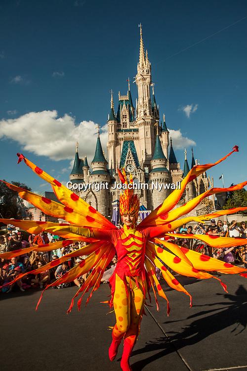 20151116 Orlando Florida USA <br /> Magic Kingdom Disneyworld<br /> Main street parade framf&ouml;r Askungens slott<br /> <br /> <br /> FOTO : JOACHIM NYWALL KOD 0708840825_1<br /> COPYRIGHT JOACHIM NYWALL<br /> <br /> ***BETALBILD***<br /> Redovisas till <br /> NYWALL MEDIA AB<br /> Strandgatan 30<br /> 461 31 Trollh&auml;ttan<br /> Prislista enl BLF , om inget annat avtalas.