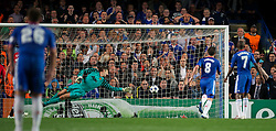 06.04.2011, Stamford Bridge, London, ENG, UEFA CL, Viertelfinale, Hinspiel, Chelsea FC (ENG) vs Manchester United (ENG), im Bild Manchester United's goalkeeper Edwin van der Sar is beaten but the ball hits the post during the UEFA Champions League Quarter-Final 1st leg match against Chelsea at Stamford Bridge, EXPA Pictures © 2011, PhotoCredit: EXPA/ Propaganda/ D. Rawcliffe *** ATTENTION *** UK OUT!