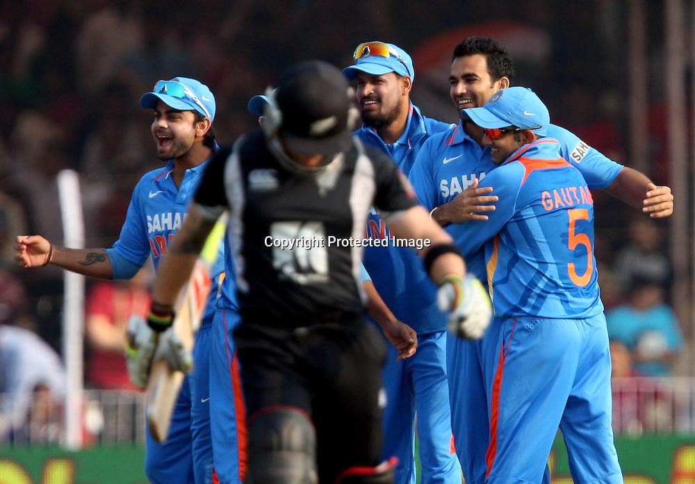 Indian bowler Zaheer Khan celebrates with team mates New Zealand batsman brendon McCullum wicket during the 3rd ODI India vs New Zealand Played at Reliance Stadium, Vadodara<br /> 4 December 2010 (50-over match)
