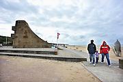 Frankrijk, Colleville, 11-5-2013Serie over de invasie door de geallieerden op de stranden van Normandie, 6 juni 1944. Monument aan het strand.  Zicht op Omaha Beach. Oorlogsmonument. Bevrijding, herdenking, 2e, tweede wereldoorlog, oorlog, atlantik wall, dday, d-day, d dayFoto: Flip Franssen/Hollandse Hoogte