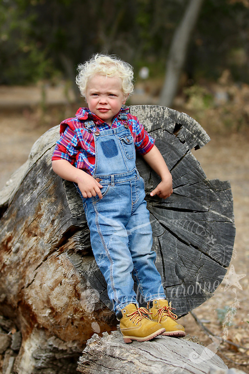 Holiday Family Photo with StudioCarolinePhoto. The Kelly Family Shane, Christi, Caleb & Hope spent a fun morning at Caspers Wilderness Park a special location for this rustic inspired Christmas shoot in the local wilderness.