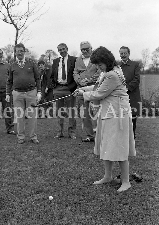 Lord Mayor of Dublin Cllr Michael O'Halloran at the Opening of the new Dublin Corporation public Golf Course at Stillorgan Park, Ballymun, 30/10/84 (Part of the Independent newspapers Ireland/NLI Collection).