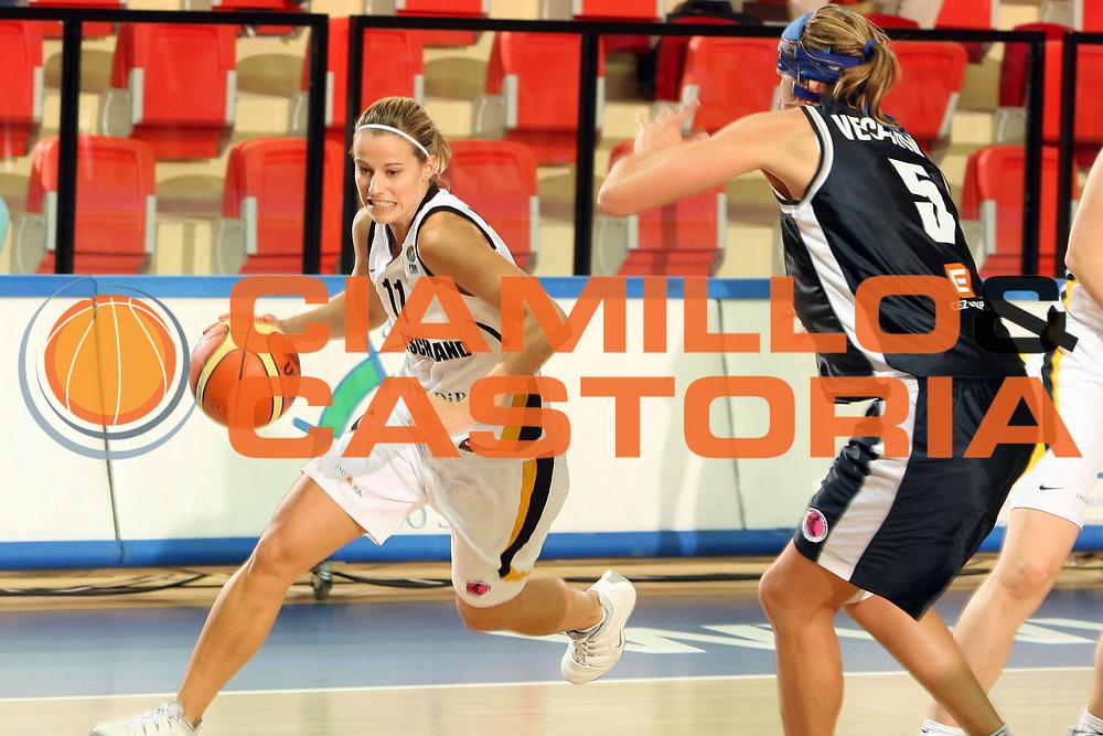 DESCRIZIONE : Vasto Italy Italia Eurobasket Women 2007 Germania Repubblica Ceca Germany Czech Republic <br /> GIOCATORE : Alexandra Muller <br /> SQUADRA : Germania Germany <br /> EVENTO : Eurobasket Women 2007 Campionati Europei Donne 2007 <br /> GARA : Germania Repubblica Ceca Germany Czech Republic <br /> DATA : 28/09/2007 <br /> CATEGORIA : Palleggio <br /> SPORT : Pallacanestro <br /> AUTORE : Agenzia Ciamillo-Castoria/E.Castoria <br /> Galleria : Eurobasket Women 2007 <br /> Fotonotizia : Vasto Italy Italia Eurobasket Women 2007 Germania Repubblica Ceca Germany Czech Republic <br /> Predefinita :