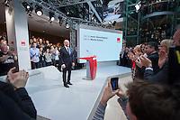 29 JAN 2016, BERLIN/GERMANY:<br /> Martin Schulz, SPD, Kanzlerkandidat, nach seiner Vorstellungsrede, Vorstellung von Schulz als Kanzlerkandidat der SPD zur Bundestagswahl, nach der Nominierung durch den SPD-Parteivorstand, Willy-Brandt-Haus<br /> IMAGE: 20170129-01-060<br /> KEYWORDS: Applaus, applaudieren, klatschen