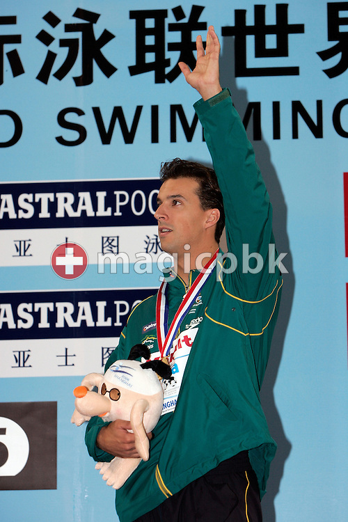 Matthew WELSH of Australia celebrates winning the gold medal during the award ceremony of the men's 50m Backstroke final during day four of the 8th FINA World Swimming Championships (25m) held at Qi Zhong Stadium April 8th, 2006 in Shanghai, China. (Photo by Patrick B. Kraemer / MAGICPBK)