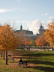 Area de lazer ao longo do rio Saint-Laurent, na Velha Montreal, Canada / Leasure along of the Saint-Laurent River, Old Montreal, Canada