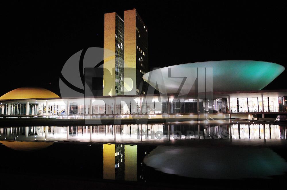 BRASILIA, DF, 17 DE SETEMBRO DE 2011 - COPA DO MUNDO CONGRESSO NACIONAL VERDE E AMARELO - Em comemoracoes aos 1000 dias para a Copa do Mundo de Futebol em 2014, Brasilia, homenageou iluminando o Congresso Nacional de Verde e Amarelo na noite de ontem sexta-feira (16). (FOTO: ED ALVES - NEWS FREE).