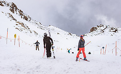 THEMENBILD - Skifahrer im Sommer am Kitzsteinhorn, aufgenommen am 16. Juli 2019 in Kaprun, Österreich // Skiers in summer at the Kitzsteinhorn, Kaprun, Austria on 2019/07/16. EXPA Pictures © 2019, PhotoCredit: EXPA/ JFK
