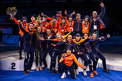 13-01-2019 NED: ISU European Short Track Championships 2019 day 3, Dordrecht<br /> Team Netherlands and crew pose after the Men's Relay medal ceremony during the ISU European Short Track Speed Skating Championships.