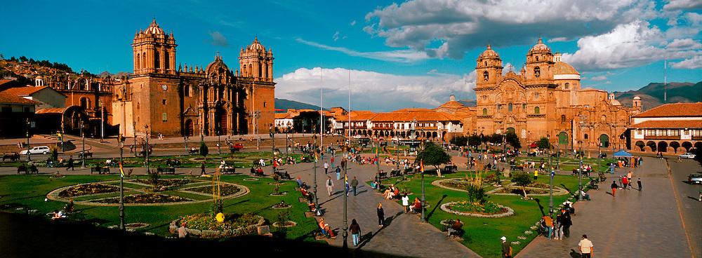 PERU, HIGHLANDS, CUZCO Plaza de Armas and Cathedral